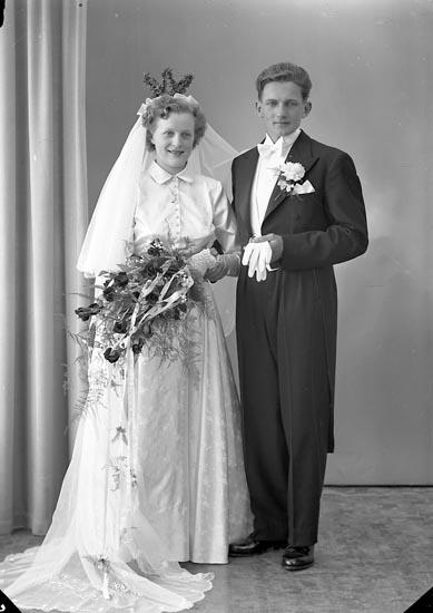 """Enligt fotografens journal nr 8 1951-1957: """"Henriksson, Börje Kläpp Ödsmål""""."""
