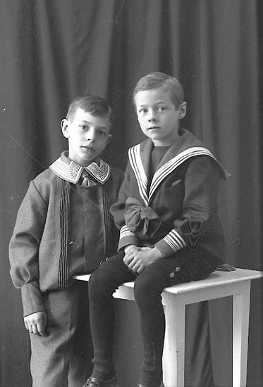 """Enligt fotografens journal Lyckorna 1909-1918: """"Hilmertz, Fru Ellen Lyckorna""""."""