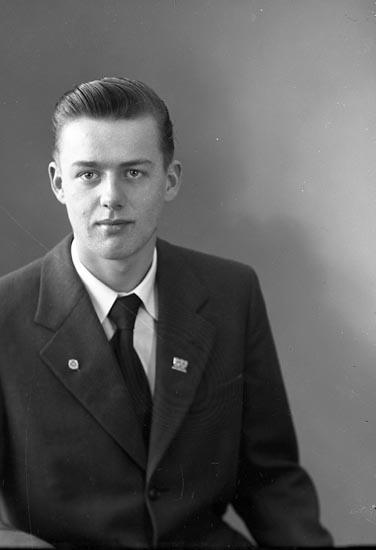 "Enligt fotografens journal nr 8 1951-1957: ""Larsson, Lennart Groland St. Höga""."