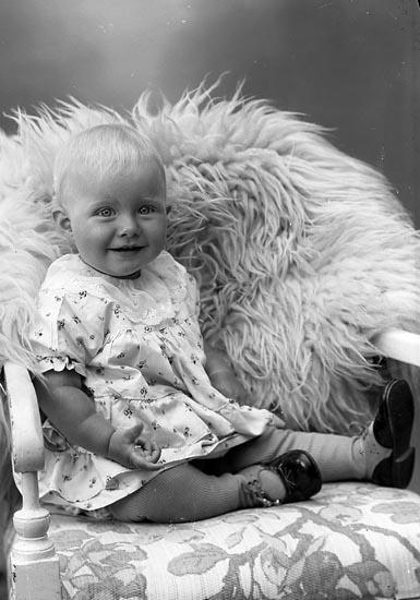 """Enligt fotografens journal nr 6 1930-1943: """"Johansson, Fru Clara Kopper Här""""."""