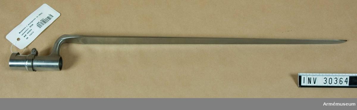 Grupp E II.  Samhörande nr AM.030363-AM.030364 gevär m/1855, bajonett.