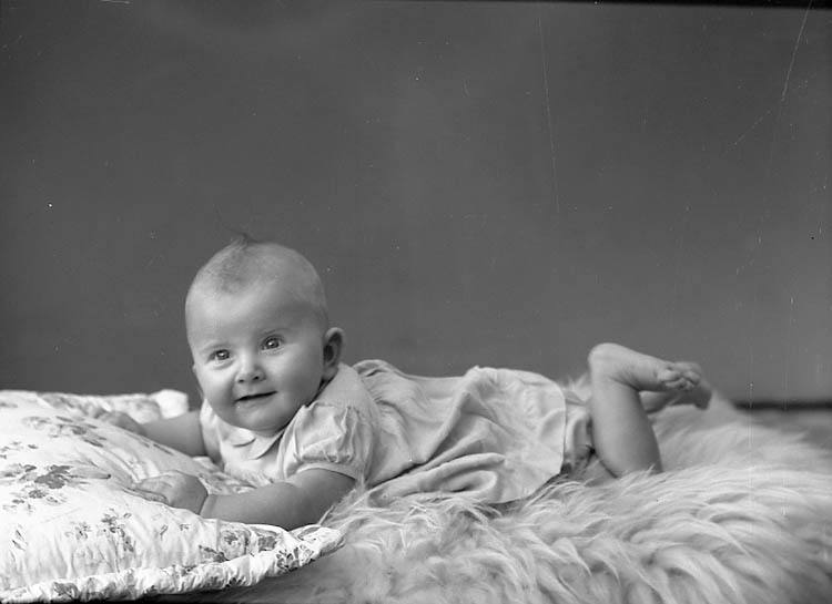 "Enligt fotografens journal nr 7 1944-1950: ""Sandberg, Britt-Marie Stenungsund""."