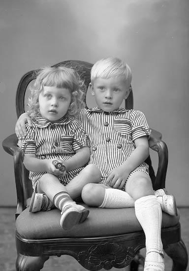 "Enligt fotografens journal nr 7 1944-1950: ""Holmdahl, Björn o Ulf Stenungsund""."