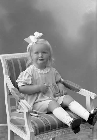 """Enligt fotografens journal nr 7 1944-1950: """"Andersson, Anita Spekeröd""""."""