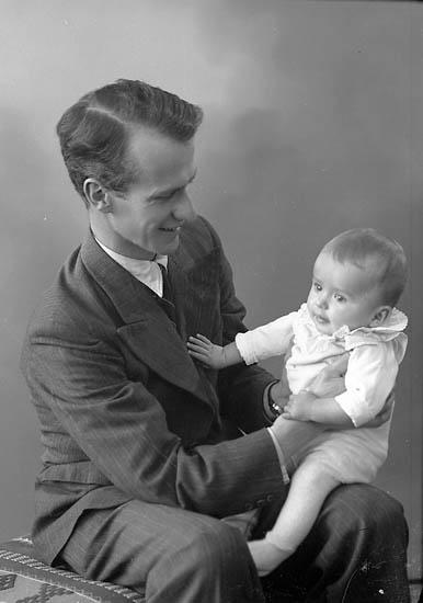 """Enligt fotografens journal nr 6 1930-1943: """"Rhedin, Pastor V. Här""""."""