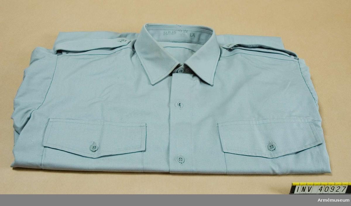Grupp C I Består av vapenrock, långbyxor, skjorta, slips, båtmössa, livrem.  Samhörande nr är AM.40925-30