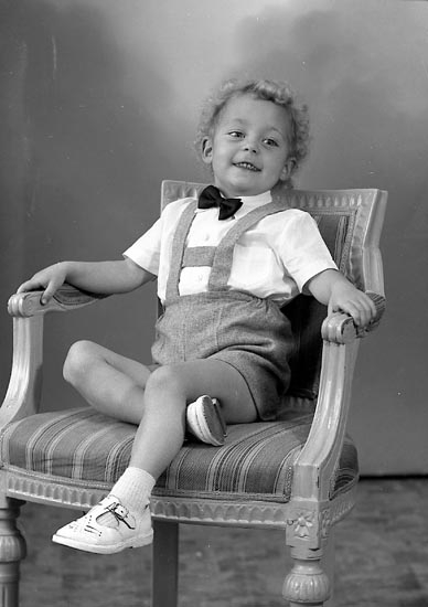 "Enligt fotografens journal nr 8 1951-1957: ""Darell, Ingvar adr. Fru Elsa D. St. Höga""."