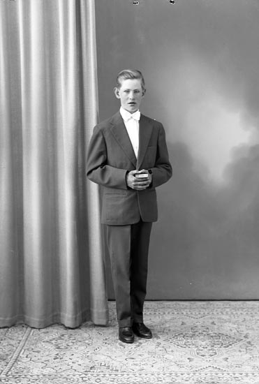 "Enligt fotografens journal nr 8 1951-1957: ""Martinsson, Kjell, Dälene Svenshögen""."