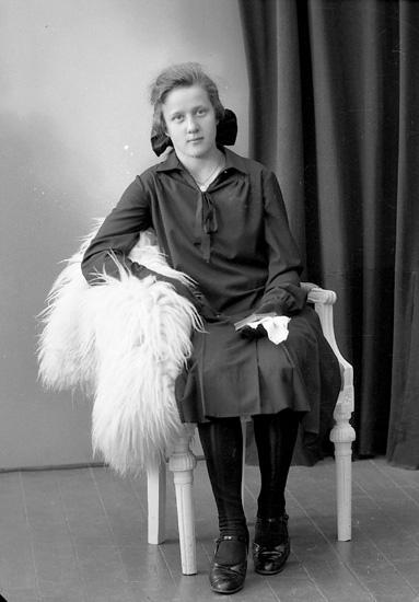 """Enligt fotografens journal nr 5 1923-1929: """"Grolander, Ellen, Gössby, Spekeröd""""."""