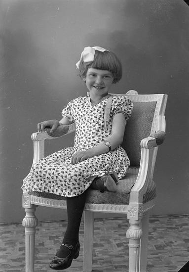 """Enligt fotografens journal nr 6 1930-1943: """"Rutgersson, Helvi, Sörby, Hjälteby""""."""