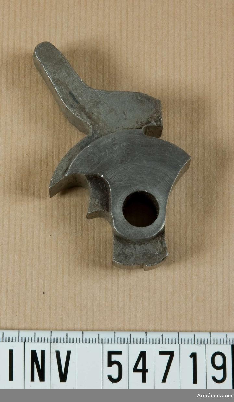 Grupp E VIII.  Stadium 7 i tillverkningsordningen. Gevärsdel till 1867 års gevär m/1867, en av c:a 400 delar.