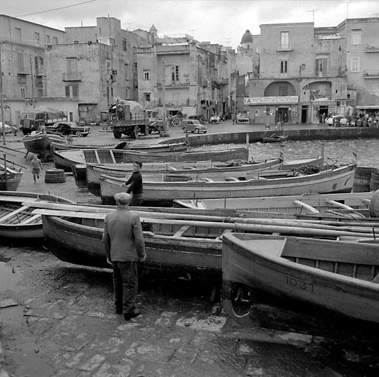 19. Italien. Fotojournal finns på B.M.A. + fotoalbum. Samtidigt förvärv: Böcker och arkivmaterial. Foton tagna 1959-10-30. 12 Bilder i serie.