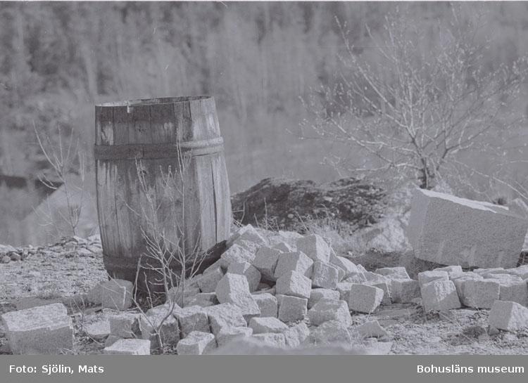 """Bohusläns samhälls- och näringsliv. 2. STENINDUSTRIN. Film: 1.   Text som medföljde bilden: """"Rester av T....... Bröd för dagen. April -77."""""""