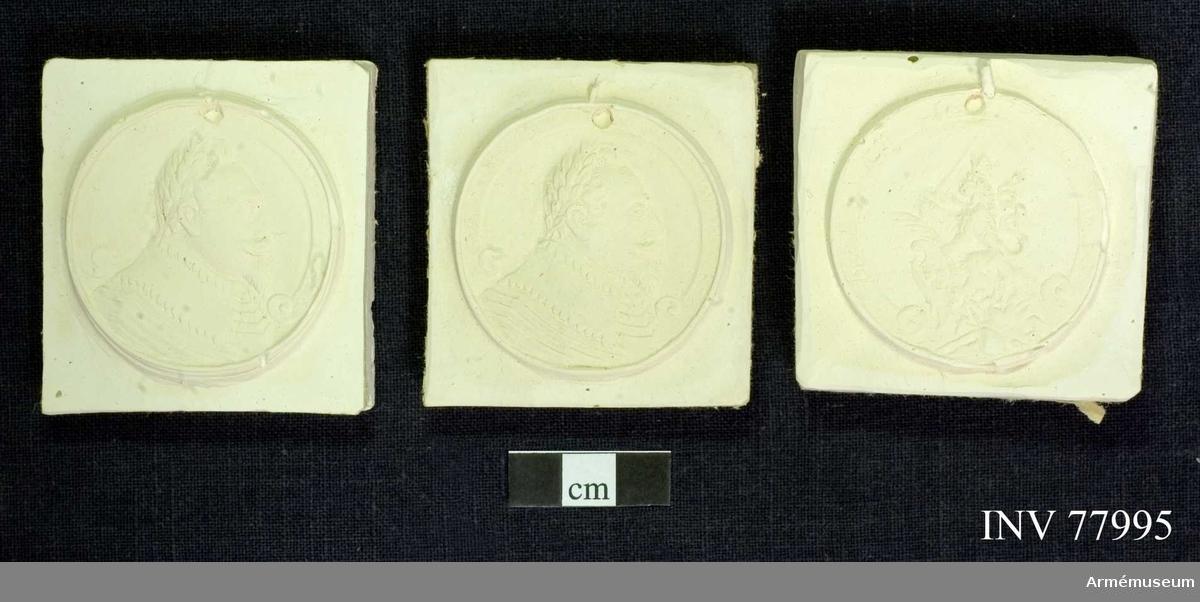 Grupp: M. Gustaf Adolfs-medalj. 3 st. gipsavtryck, 2 av åtsidan och 1 av frånsidan.  Förvaras: i etui. Beskrivningen lika med no: 16769