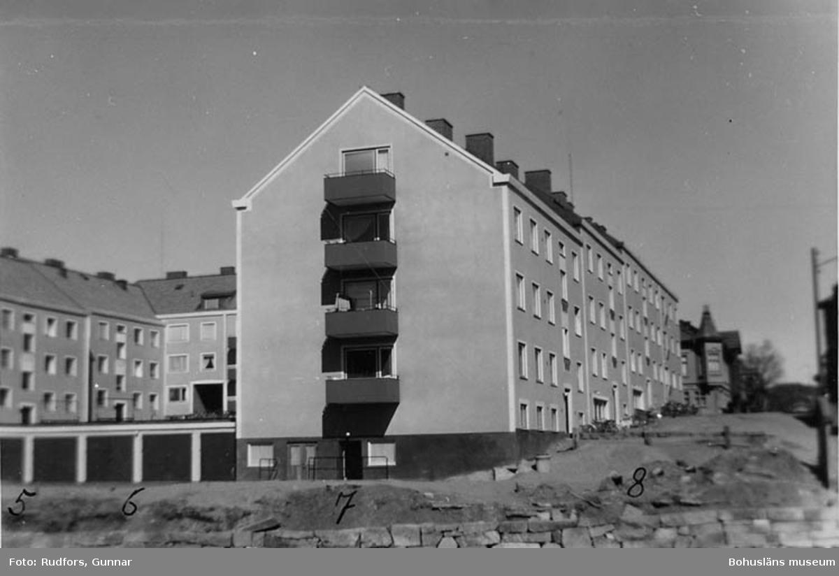Fastigheten St. Nygat. 4.(b. 1903) rivningsvärderades av staden till 21.243 kr. (20 rum) Då blev markpriset 33 kr kvmeter. Nu byggdes, där huset låg, en lä nga på cirka 24 m. 3 vån. och vindslläg. källarlok. Övrig mark blev till gemensam gård, garage, gata och parkanläggning.