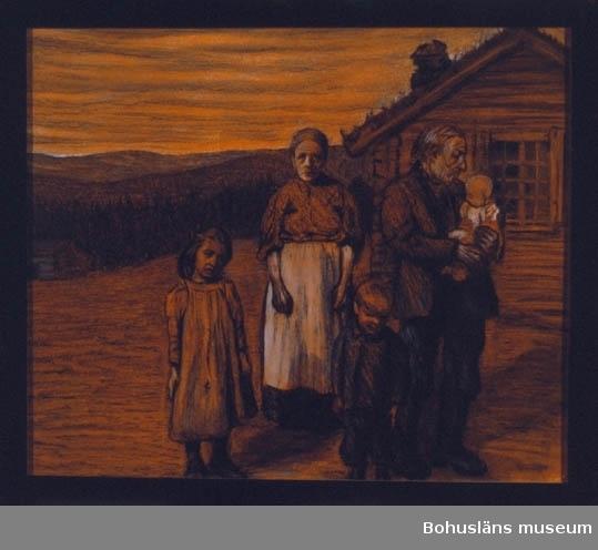 Tillkomstort Bosjön, Värmland. Familj; mor och far med tre barn utanför sitt högt belägna hus. Tillvänster troligen Springsjön.