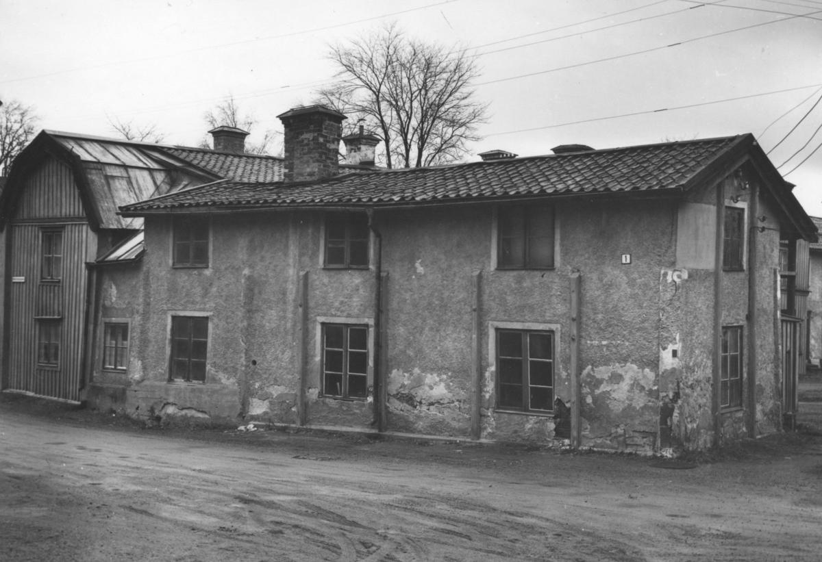 Enköping, Munksundet, kvarteret Garvaren nr 1, gamla garvargården mot söder från Hantverkaregatan