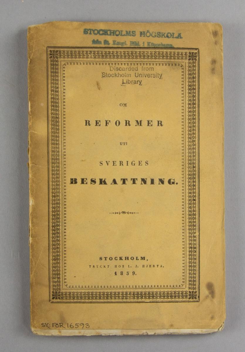"""Bok, häftat pappersband: """"Om reformer uti Sveriges beskattning"""" skriven av Johan Petter af Billbergh och tryckt hos Lars Johan Hierta i Stockholm 1839.  Häftad och oskuren i samtida gult tryckt omslag."""