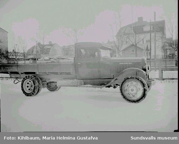 Lastbil med snökedjor. Reg.nr. Y4340.