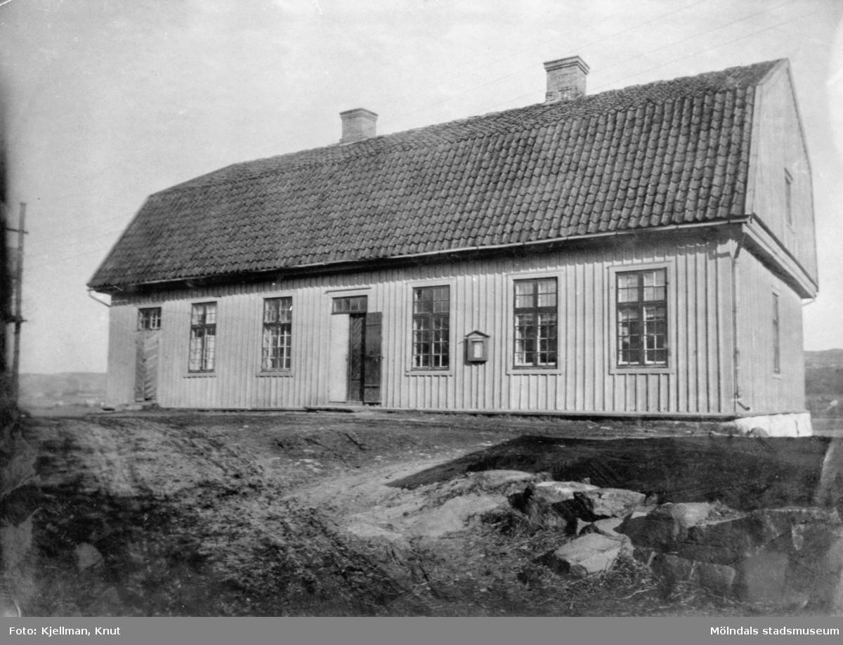 """Kärra tingshus i Mölndal. Publicerad i Johan Lundskogs bok """"Fässbergs socken och Mölndals kvarnby""""."""