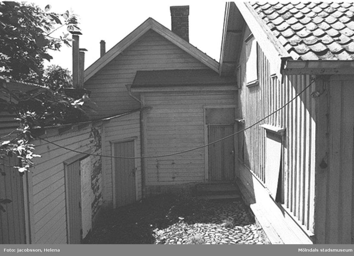 Exteriörbild av bostadshus på Roten M 27 i Mölndals Kvarnby, 1972.