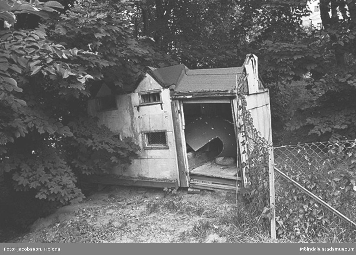 Exteriörbild av bostadshus på Roten M 37 i Mölndals Kvarnby, 1972.
