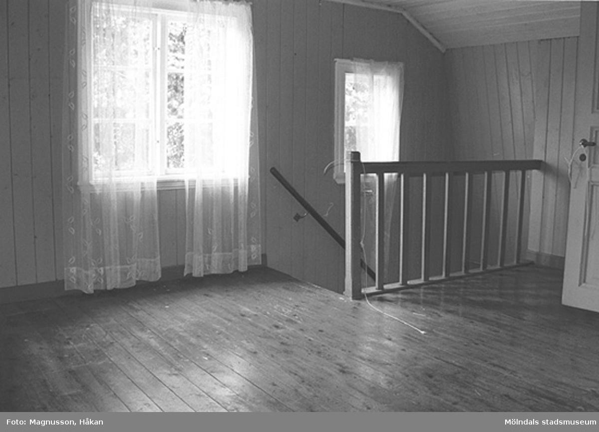 En trappa i bostadshuset på Våmmedal 2:9 i Kållered, september 1991.