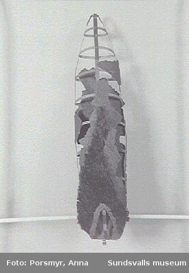 """""""Bränd lämning I"""", skulptur i blandteknik."""