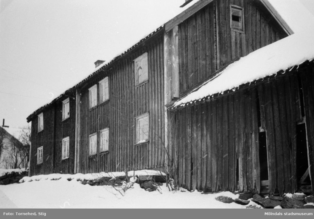 """""""Kålleras"""" arbetarbostäder i Anderstorp, 1947. Halva byggnaden ägdes förr av Kålleras gård och halva av August Werners fabriker, som där hade arbetarbostäder. Senare ägdes hela byggnaden av fabriken."""