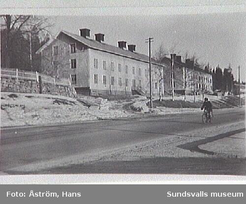 Matforsbyggningarna, av vilka den ena revs 1950.