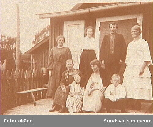 Stående från vänster Hildur Pettersson, LinaBäckström, Georg Bäckström, Ida Johansson.Norrköping. Sittande från vänster Anna Jonsson,Sandra Olsson, Greta Bäckström, HalvarPettersson.
