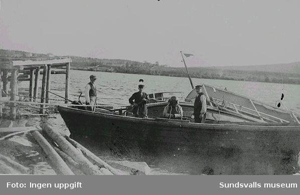 """Bärgning av bogserbåten Utansjö"""", Utansjö bruk, 1910. Bogserbåten köptes och skrotades av Rune Högström, Sundsvall, 1970."""