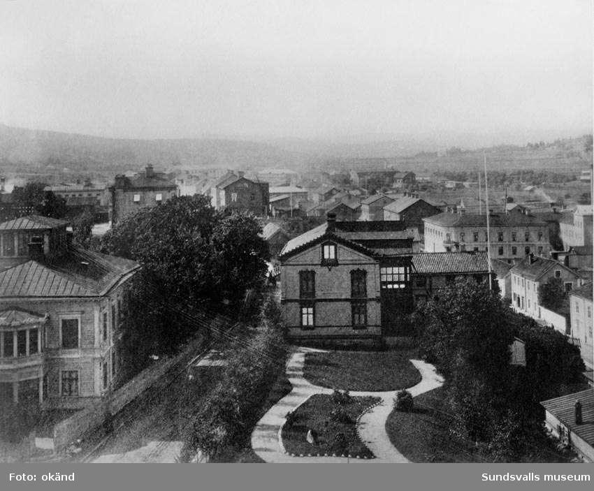 Väderkvarnsbacken med Bünsovska huset, före 1888, från öster. Repro från gammal bild.