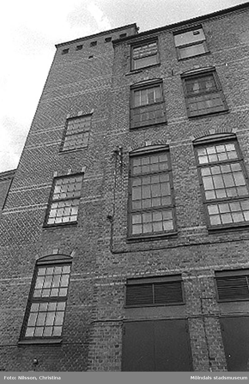 Werners fabriker, Annestorp, Lindome. Byggnadsdetaljer: Fönster. Hösten 1994.