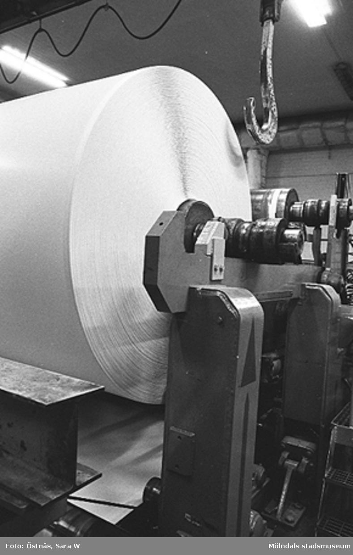 Detalj av en maskin för papperstillverkning.Bilden ingår i serie från produktion och interiör på pappersindustrin Papyrus.