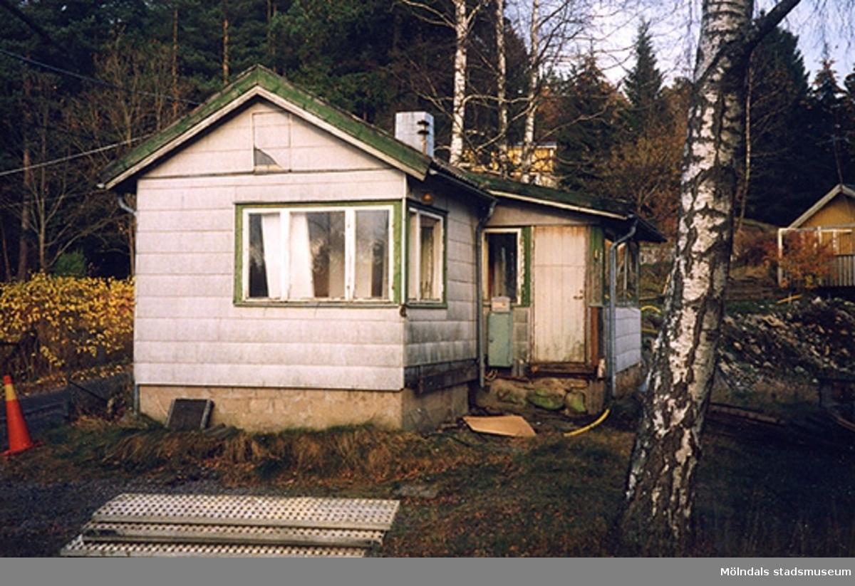 Rivning av ett fritidshus, hösten 1998.Sockengränsvägen 6, Fagered 2:13 i Lindome.