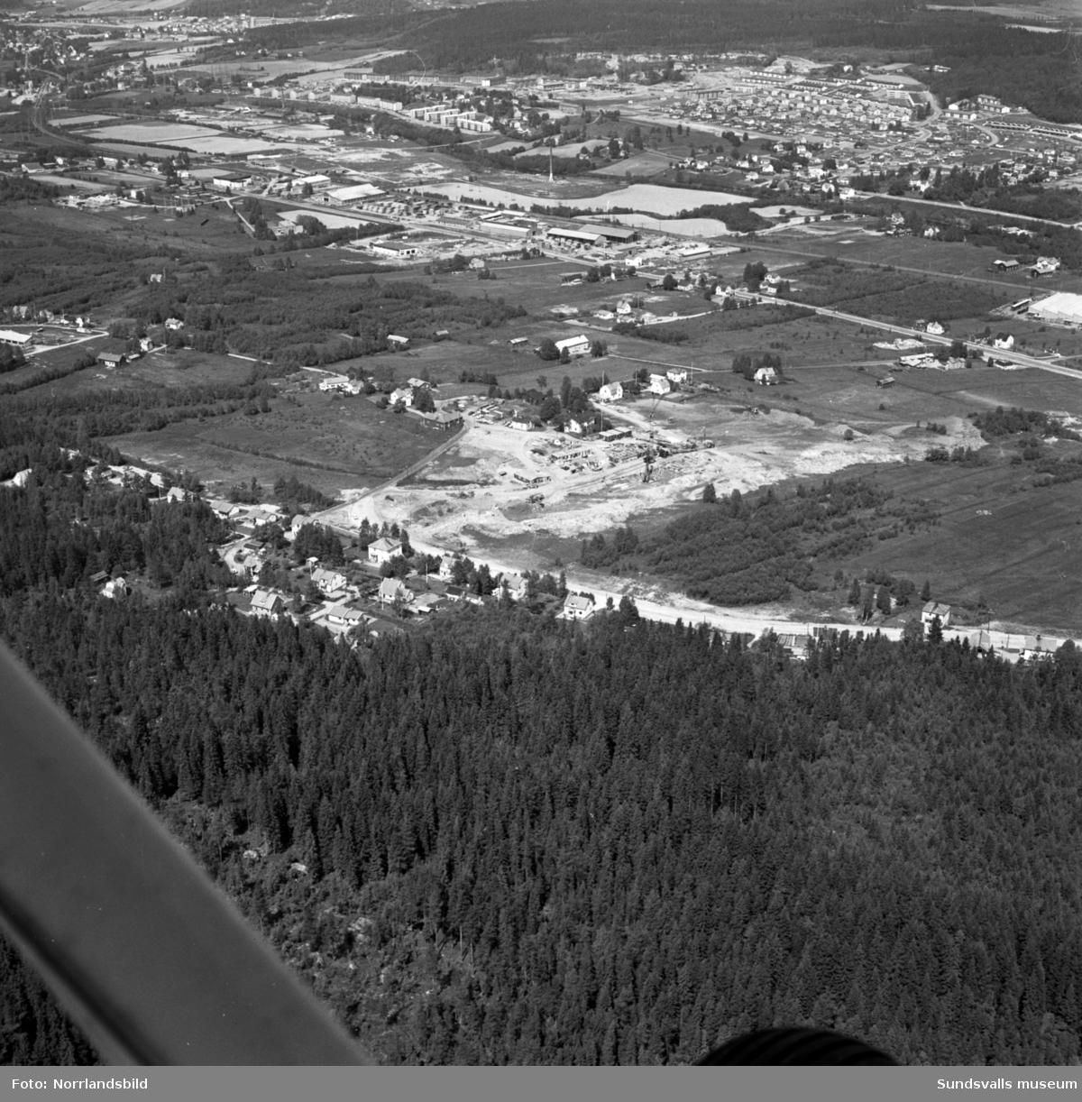 Flygfoton över Nacksta. Byggstart av det nya bostadsområdet.