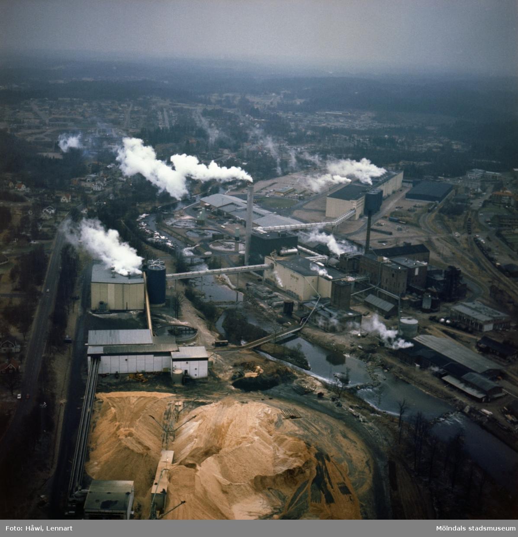 Flygfotografi över Hylte Bruks fabriksområde, år 1974.