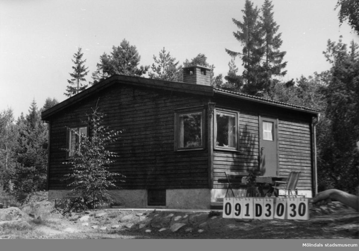 Byggnadsinventering i Lindome 1968. Ranered 1:58. Hus nr: 091D3030. Benämning: fritidshus och redskapsbod. Kvalitet: mycket god. Material: trä. Tillfartsväg: ej framkomlig. Renhållning: ej soptömning.