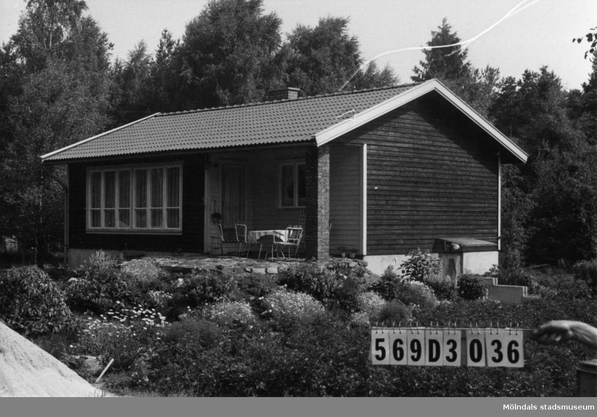 Byggnadsinventering i Lindome 1968. Berget 1:50. Hus nr: 569D3036. Benämning: permanent bostad. Kvalitet: mycket god. Material: trä. Tillfartsväg: framkomlig. Renhållning: soptömning.