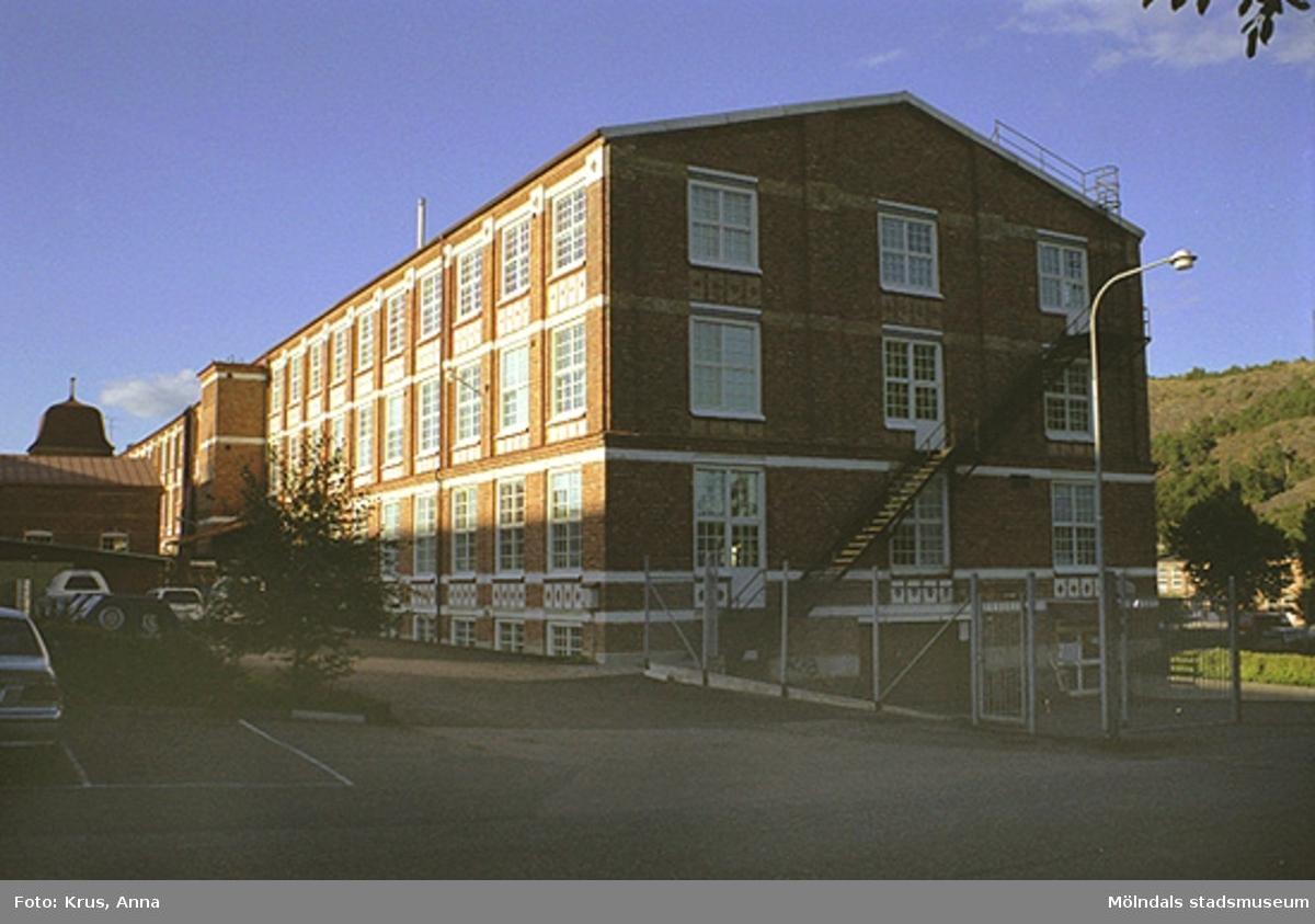 Kängurun 18 - Krokslätts fabriker f.d Väveriet från väst, del av fasad.