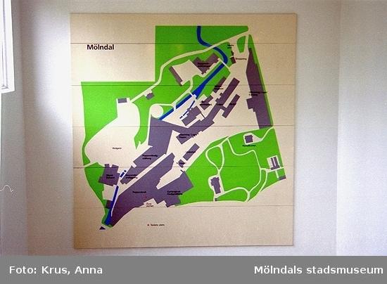Översiktsskylt över Mölndal, placerad inomhus på Papyrus. Forsåker 1:25.