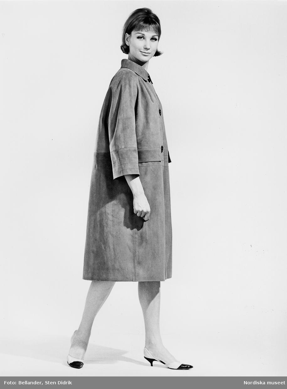 Modell i mockakappa och skor med taxklack. - Nordiska museet ... 68f18feb7949c