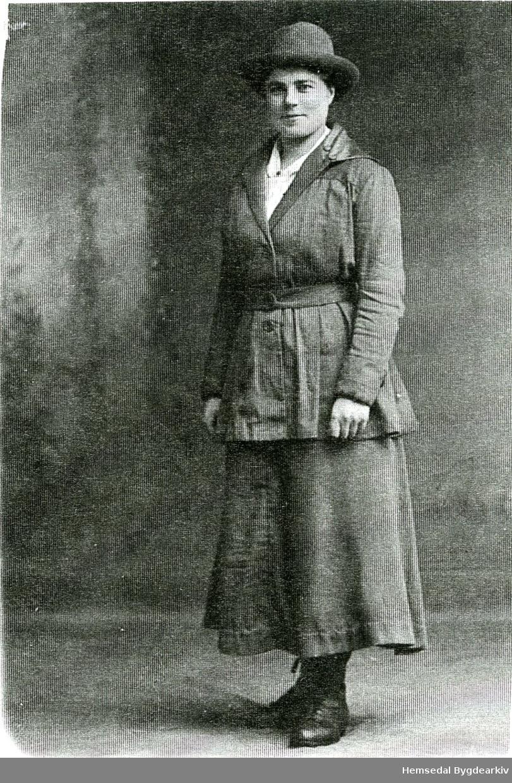 Margit Kirkebøen, fødd 1894, gift S. Flaget.