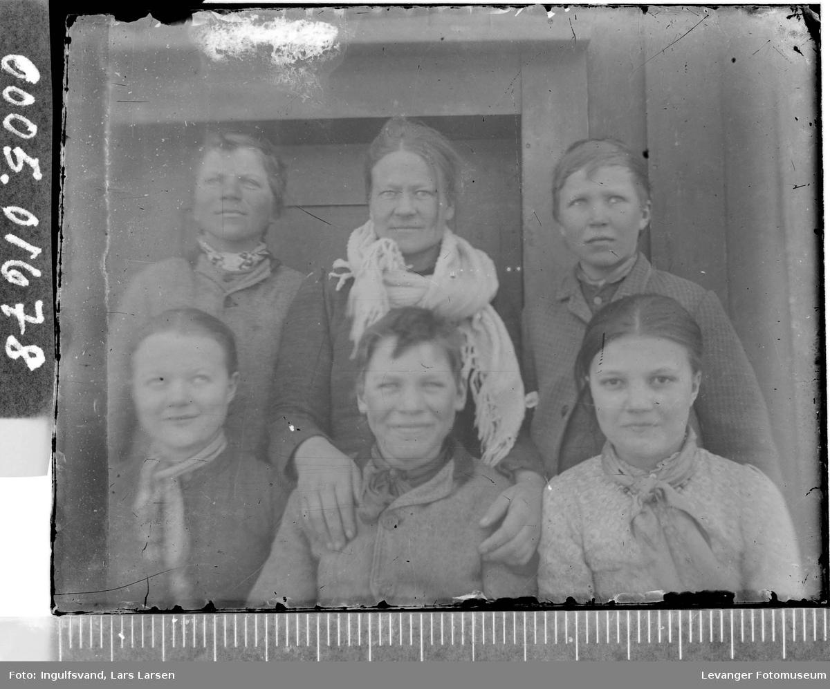 Gruppebilde av seks personer.