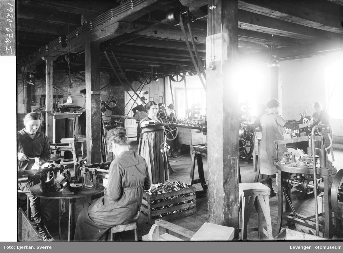 Kvinner i arbeid på Melkefabrikken a/s i Levanger By