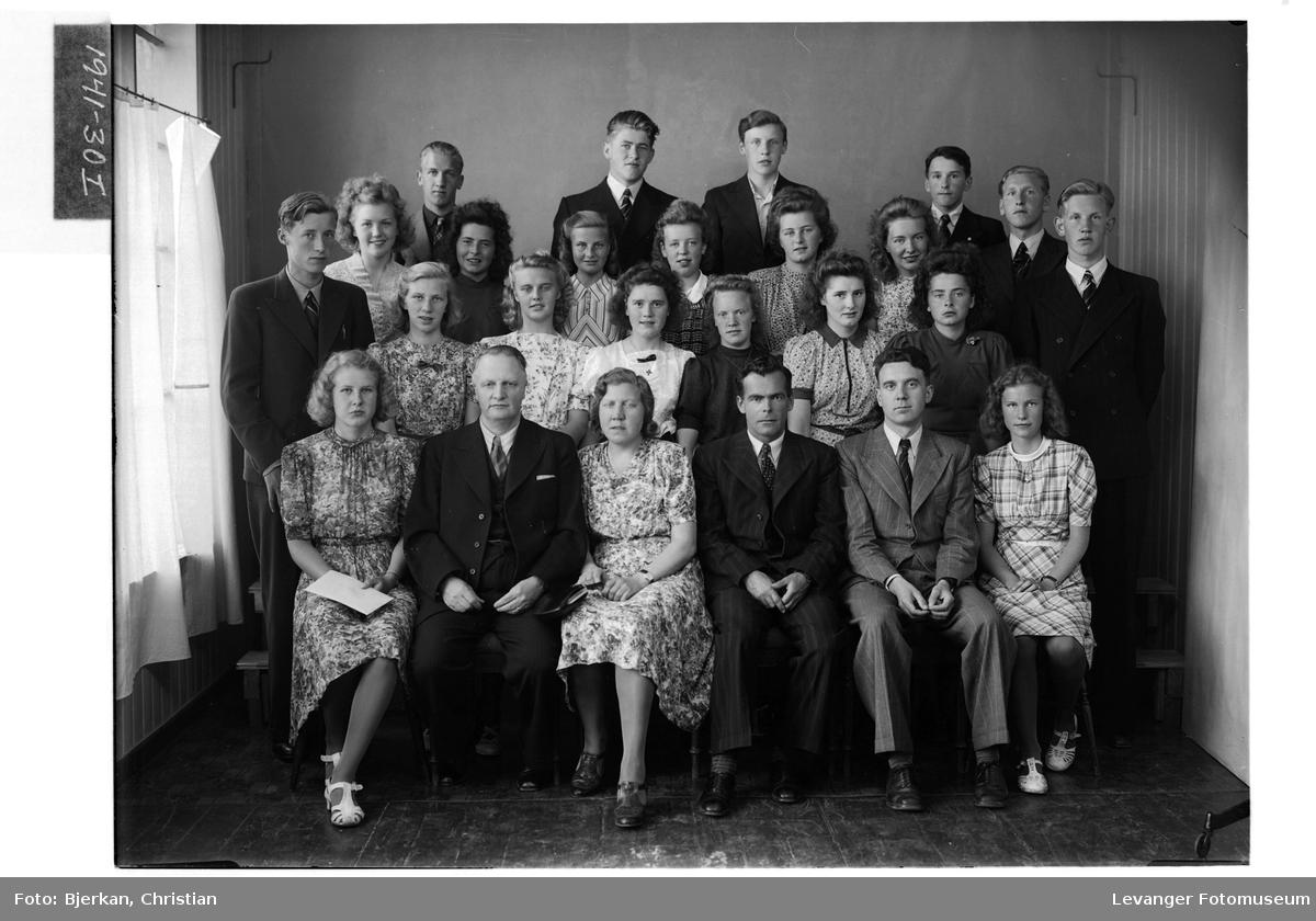 Elever og lærere ved Levanger Middelskole i 1941
