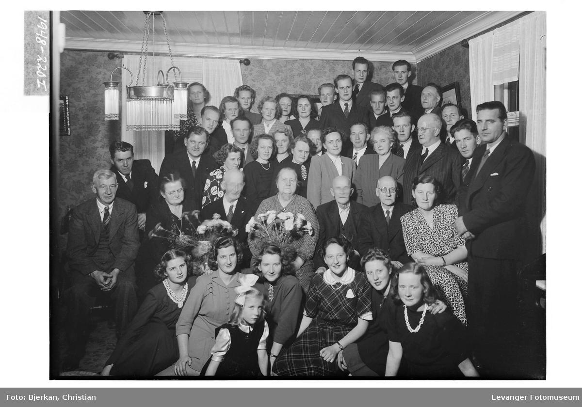 Diamantbrudeparet Marius Jensen med familie