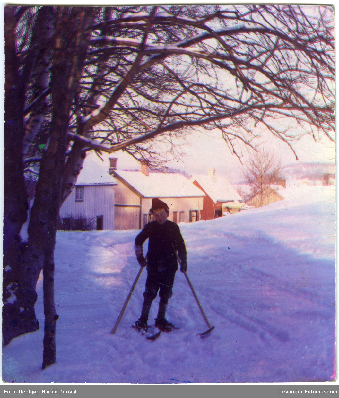 Gutt på ski.
