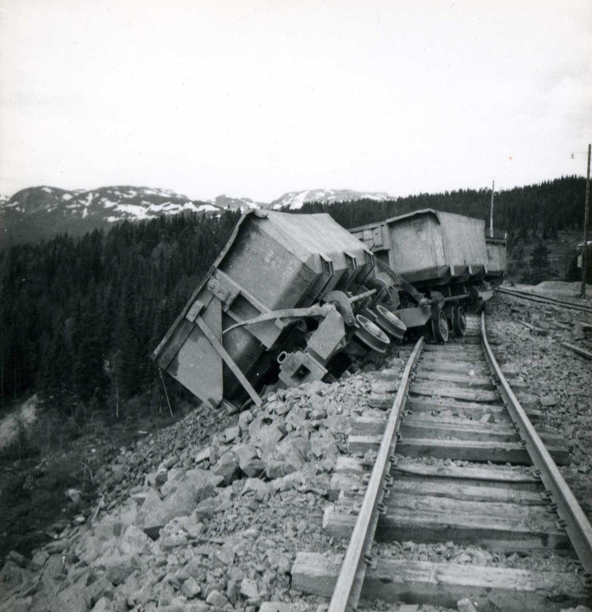Tilløpstunnel frå Vesås. Avsporing av vogner.